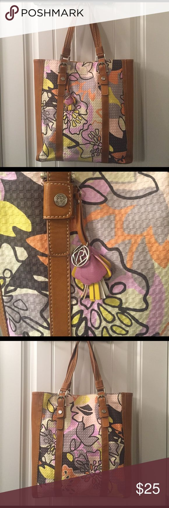 Relic floral tote bag Relic brand large tote bag with brown leather trim. Hang tag with adorable leather flower. Interior zip pockets have some pen lines. Relic Bags Totes