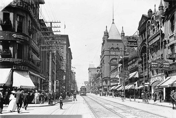What Yonge St. used to look like in Toronto