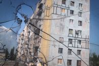 """""""Зрада"""" від Суркова. Чому закон """"Про реінтеграції Донбасу"""" буде скандальним https://www.depo.ua/ukr/politics/zrada-vid-surkova-chomu-zakon-pro-reintegraciyi-donbasu-bude-skandalnim-20171004651947  """"Особливий статус"""" Донбасу в законопроекті про реінтеграцію - це не """"зрада"""", а лише необхідний реверанс у бік Мінських угод"""