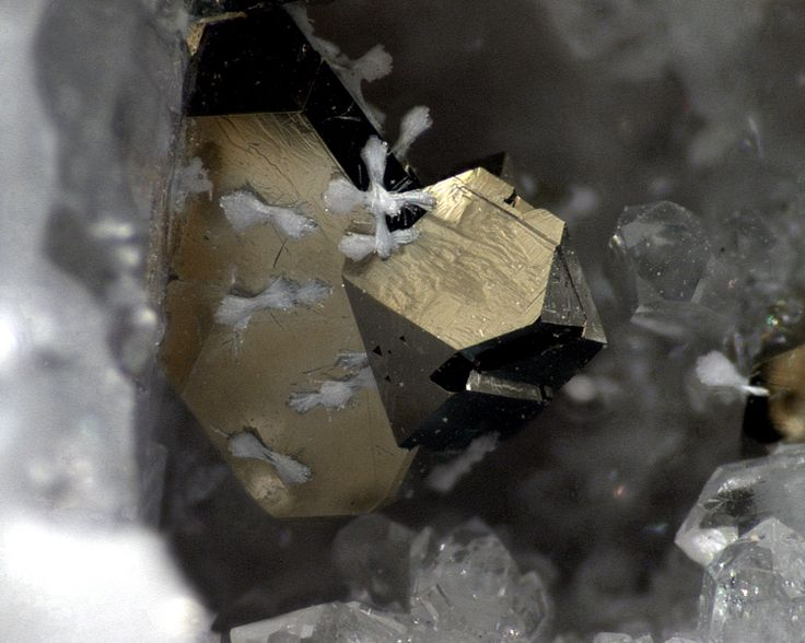 Chalcopyrite, Rhabdophane-(Ce)