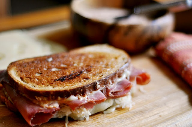 Classic Reuben Sandwich Recipe >> Must try this someday!