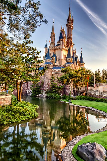 Cinderella's Castle (Tokyo, Japan Disneyland) by dedenfield