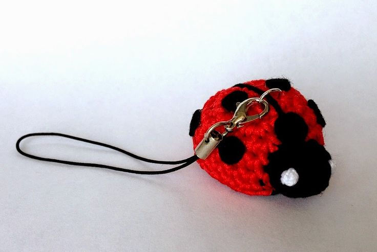 Mai Dire Amigurumi: Portachiavi coccinella - free ladybird keyring crochet pattern