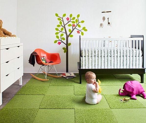 海外インテリアに学ぶ!ラグを使ったおしゃれな子供部屋12選 1.鮮やかなグリーンの芝生のような子供部屋のラグ