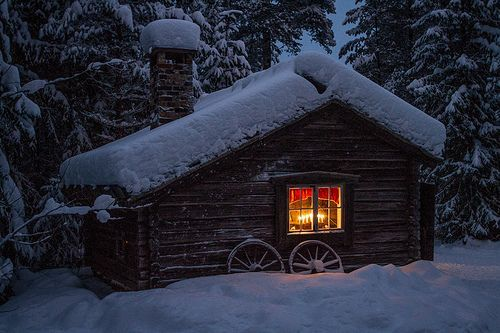 coffee-and-wood: A little log cabin in the snow.