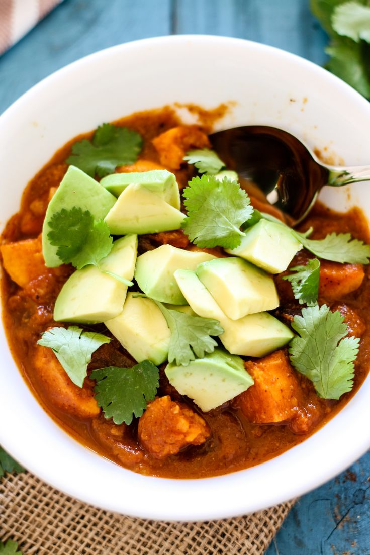 Vegan Sweet Potato Black Bean Chili [Fit Mitten Kitchen] #vegan #pumpkin