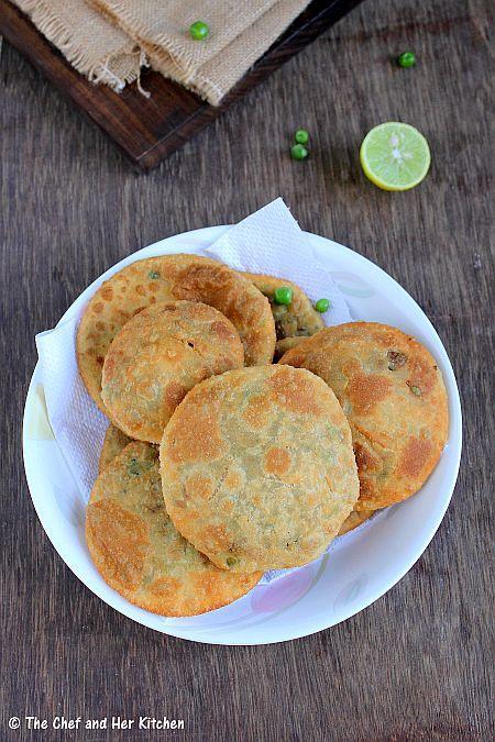 the chef and her kitchen matar kachori green peas kachori and alu sabzi delhi style in 2020 on hebbar s kitchen kachori id=35485