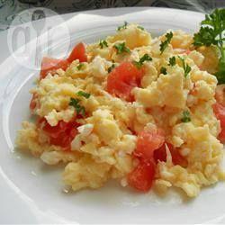 Roereieren met tomaten en feta