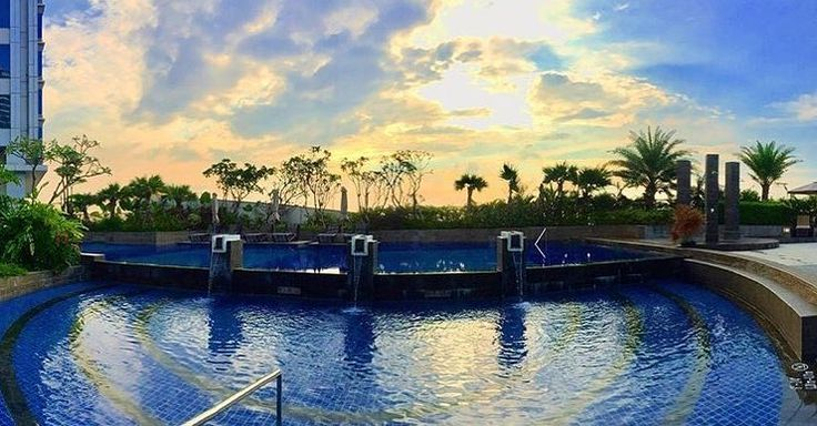 Relaxing by the pool while witnessing the beauty and awe of the sunset. . : @nurrohmanna2n9 . Do not forget to share your experience with us by using the hashtag #sheratongrandjakarta and tag us! Your post could be featured on our social media!