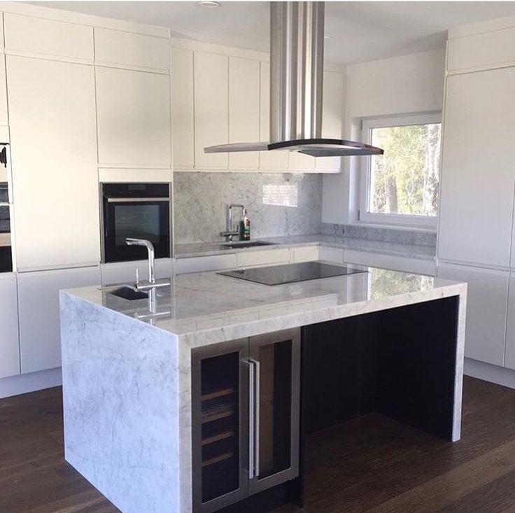 Balans - Fjäråskupan - Svart - Rostfritt - Köksö - Marmor - Marble - Carrara - Kök - Kitchen - Vit - Frihängd - Design - Modernt kök - Vinkyl -
