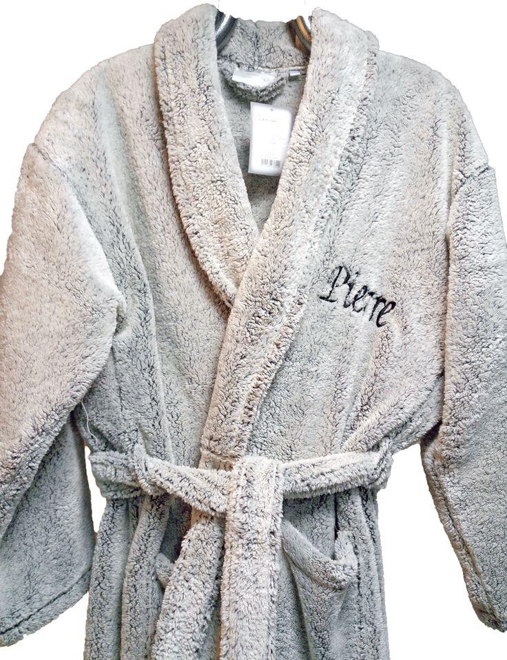 peignoir polaire brodé au prénom Pierre et personnalisé par Brodeway.com pour un cadeau #personnalisation #broderiepeignoir