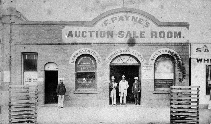 F. Payne's Auction Sale Room at Hay,in 1875.A town in the western Riverina region of south western New South Wales. 🌹