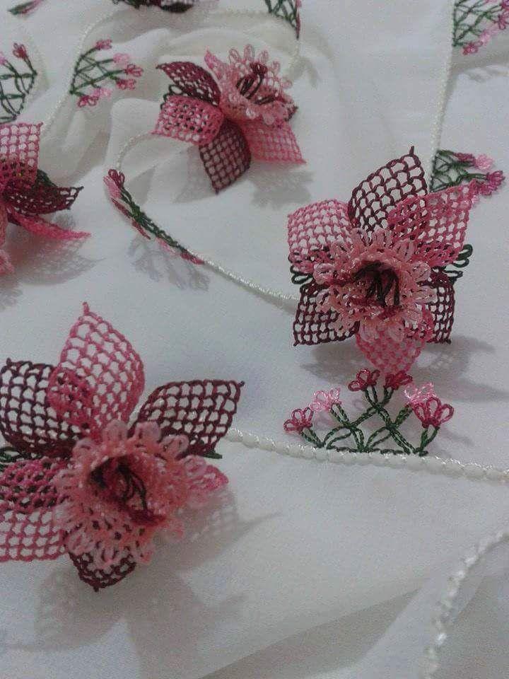 pembe çiçek  namaz örtüsü iğne oyası modeli