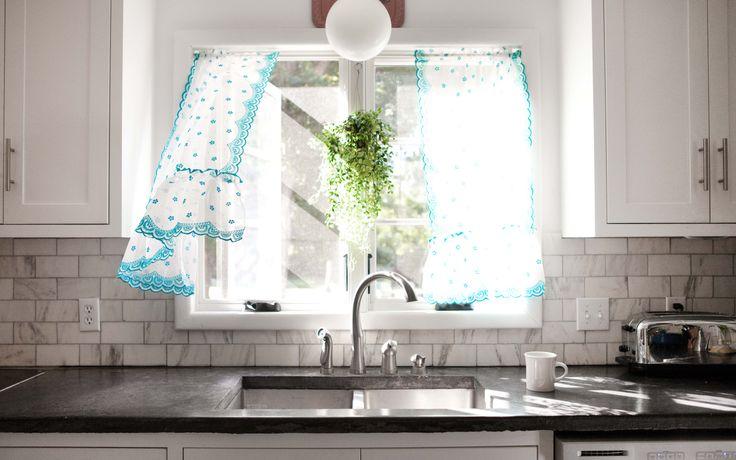 Pretty, pretty kitchen curtains