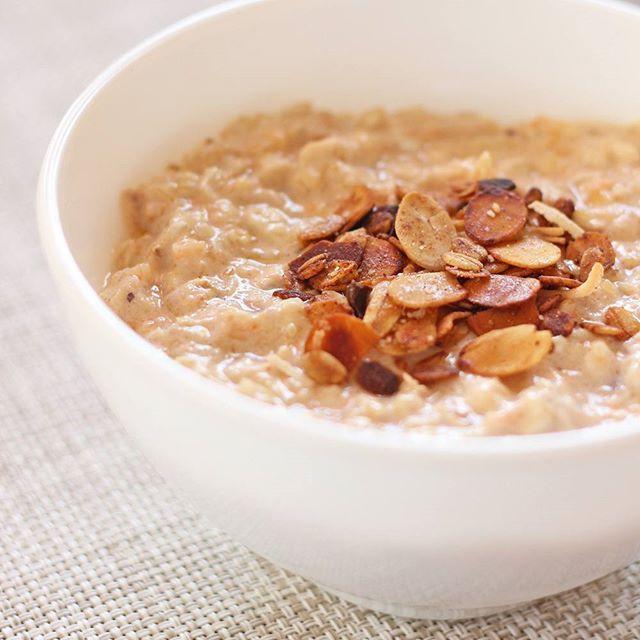 ¡Feliz mañana de sábado! ¿Un desayuno completo? 😍 Avena fría con puré de calabaza.