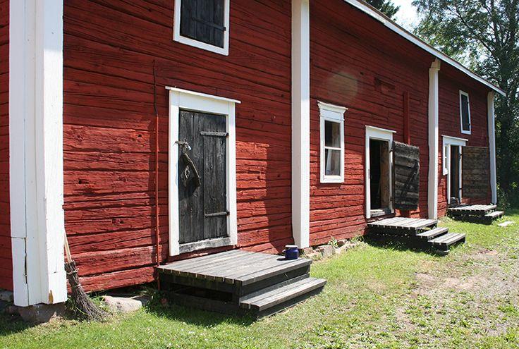 Mitähän kaikkien näiden ovien takaa paljastuukaan? Hauska aikamatka menneeseen voi alkaa. Oulu (Finland)