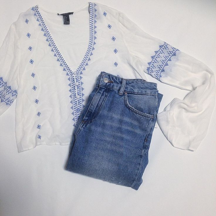 誰だって夏は少女になれるレトロな刺繍ブラウスでつくる大人可愛いスタイル