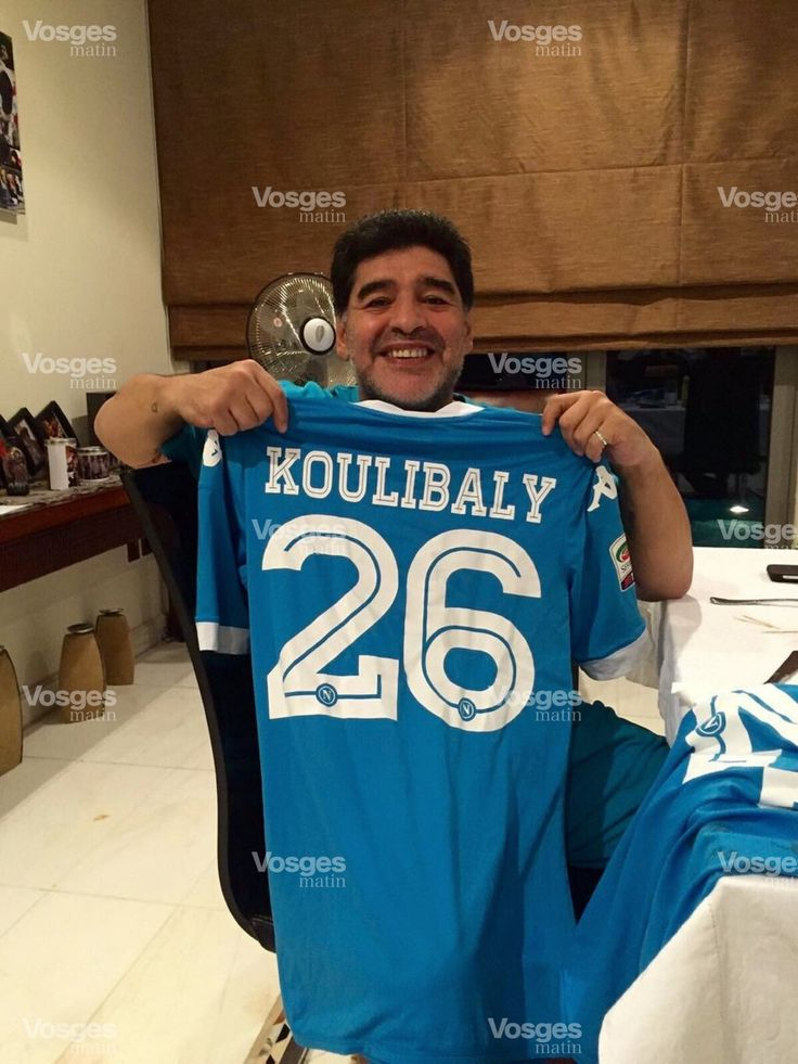 Maradona avec la maillot du Déodatien Koulibaly#Maillot#Naple#Défenseur#9ine @Maradona
