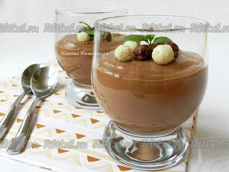 Десерт из банана и творога с шоколадом