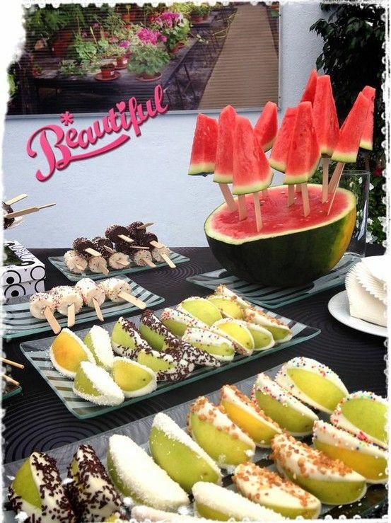 Mesa de Frutas preparada para un evento | @Fruristería