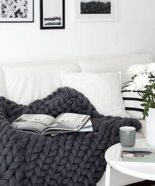 Best 25 White Couch Decor Ideas On Pinterest Living Room Decor Photos White Desk Living