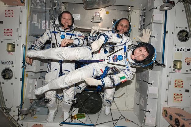 More info on return of @AstroSamantha @AstroTerry @AntonAstrey 11 June, after 200 days on #ISS http://esa.int/Our_Activities/Human_Spaceflight/Futura/ESA_astronaut_Samantha_Cristoforetti_returning_home …