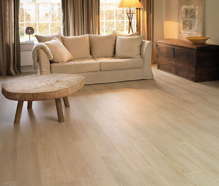 Charming interior with rustic influences // Chic Vanilla Oak laminate by BerryAlloc // Origin