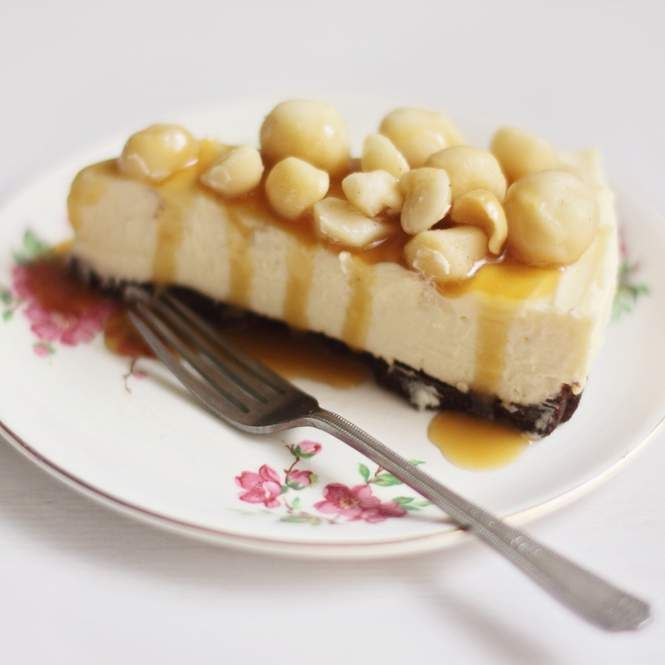 Recipe White Chocolate Cheesecake with Macadamias and Caramel Sauce by WinterBagel - Recipe of category Desserts & sweets