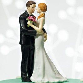 Erg+grappige+en+gedetailleerde+taarttopper.++De+bruidegom+houdt+de+bruid+stevig+vast+en+de+bruid+ook,+bij+zijn+billen.+Ondeugende+taarttopper+met+een+erg+hoog+humor-gehalte!+De+bruid+heeft+een+mooie+staart+in+het+haar,+en+draagt+een+prachtige+witte+japon.+De+bruidegom+een+erg+net+zwart+pak. Afmetingen:+7+cm+breed,+13+cm+hoogGewicht:+136+gramGemaakt+van+porseleinMet+de+hand+beschilderd