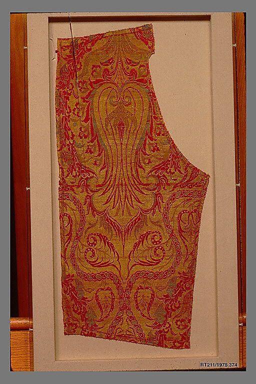Fragment  Date:     16th–17th century Geography:     Turkey, Bursa or Istanbul Culture:     Islamic Medium:     Silk, metal wrapped thread; lampas (kemha)
