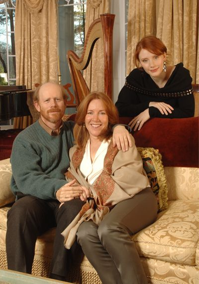 who would have guessed....Hilly Holbrook is Opie's daughter lol......Ron, Cheryl & Bryce Dallas Howard.