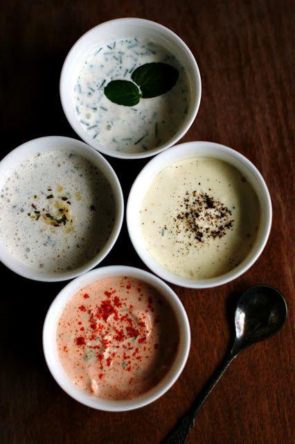 Aż 4 przepisy na zdrowe, lekkie i aromatyczne jogurtowe dipy/sosy. Idealne na grilla, do mięs, pizzy, frytek lub surowych warzyw!