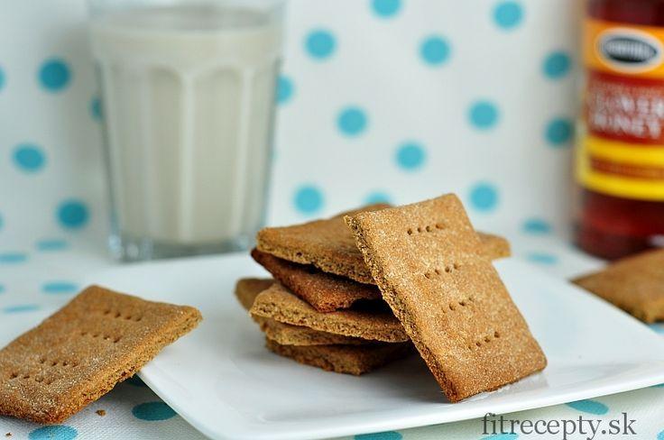 Perfektne chrumkavé sušienky ktoré si môžete pripraviť bezlepkové s pomocoupohánkovej múky alebo si pripravte originálne grahamové sušienky s grahamovou múkou. Prípadne si ich tiež môžete pripraviť zo špaldovej alebo celozrnnej múky. Potrebujete k nim iba zopár surovín a skvelé a zdravé sušienky máte hotové, a to bez zbytočne vysokého obsahu cukru a tuku. Tieto sušienky […]