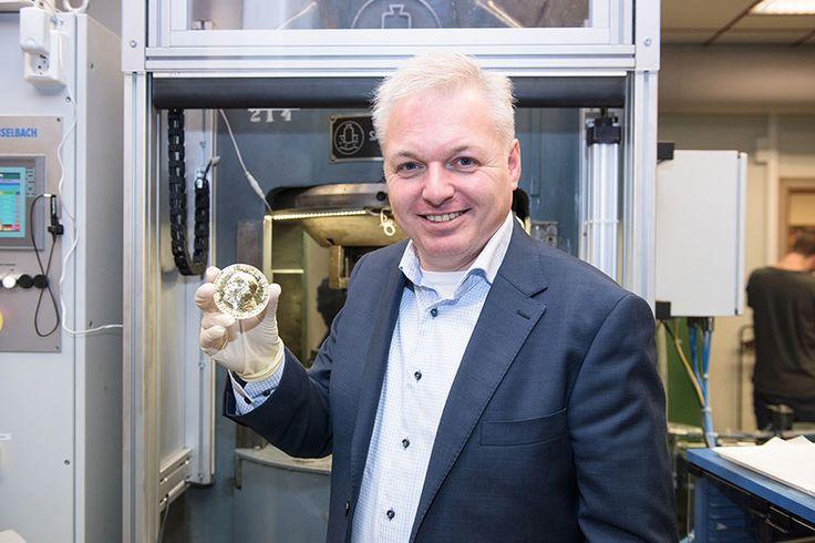 Zlatá medaile pro udílení Nobelovy ceny za mír. #hrdost #nobelprice #narodnipokladnice #gold #zlato Foto:Erik Five Gunnerud