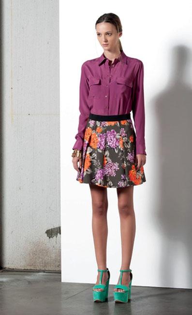 Look 07 . 613 Camicia / Blouse . 717 Gonna / Skirt . 297 Bracciale / Bracelet . 296 Bracciale / Bracelet . 214P Scarpa / Shoes