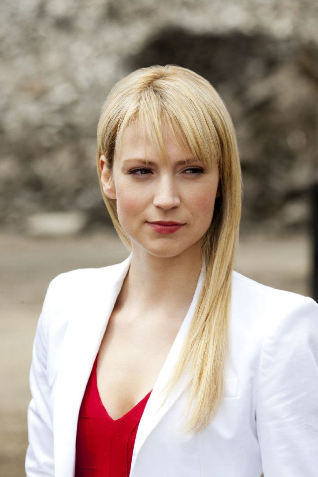 Still of Beth Riesgraf in Leverage. Love her character and her hair...