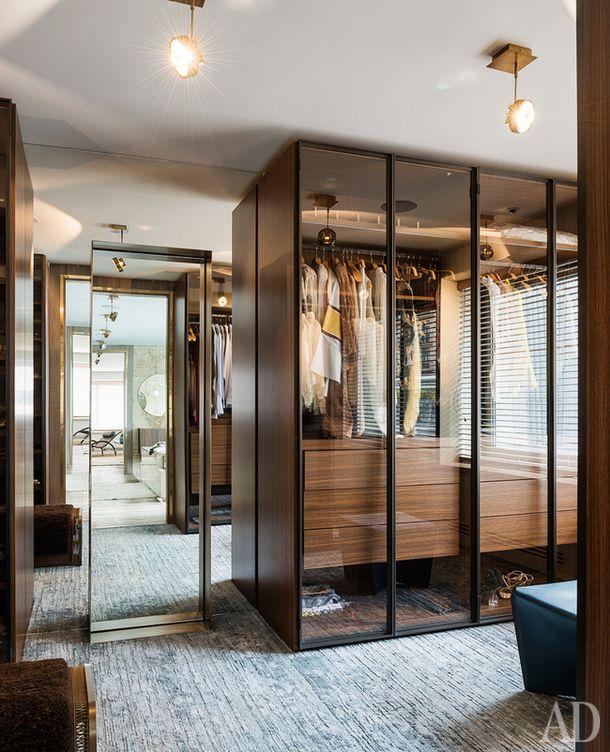 Гардеробная в стамбульской квартире, дизайнер и владелец Суле Аринк. Шкафы Storage по дизайну Пьеро Лиссони для Porro.