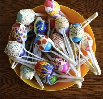 Don't put away the plastic Easter eggs yet! Use them to make fun Cinco de Mayo maracas.