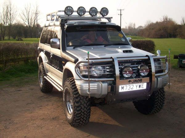 The Mitsubishi Pajero Owners Club® :: View topic - Paj Roof Lights