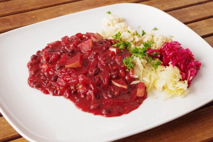 OBĚD - KOMPLET - Guláš z fazolí, červené řepy a cukety s rýží a salátem