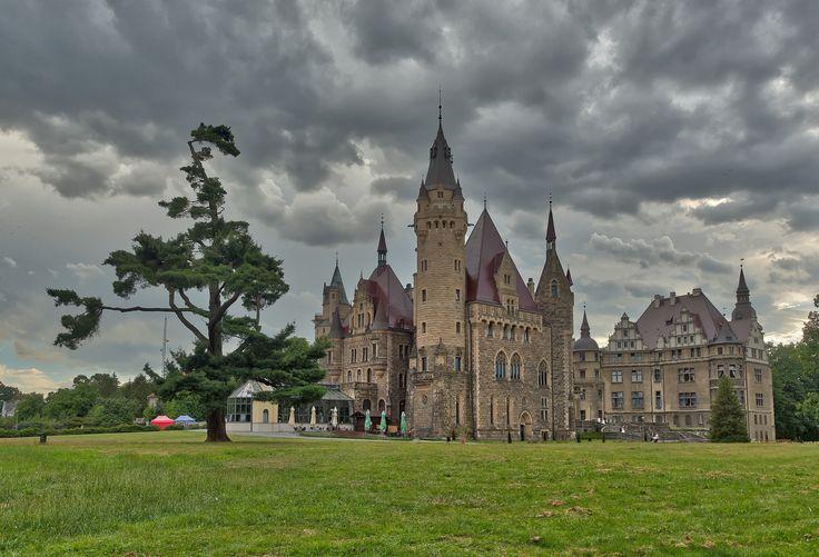 https://flic.kr/p/MBm3uF | Moszna Castle, Poland | www.facebook.com/buenavistaschodzinski