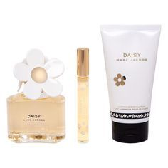 We love this Marc Jacobs fragrance gift set as a gift for mom. Daisy Eau de Toilette Set #MothersDay #Gifts #PicturePerfect