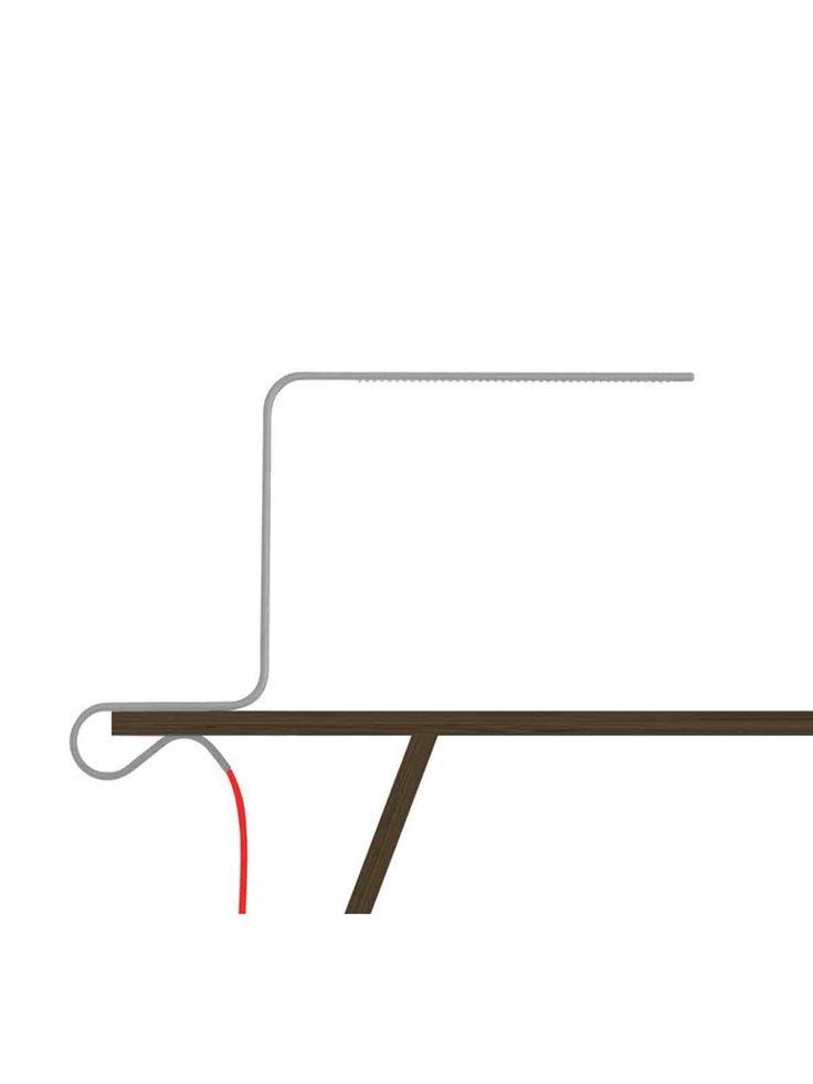 Klemmleuchte c.lamp von roomsafari ist Leuchte und Klemme in einem und daher ganz einfach an jeder Tisch- und Regalplatte anklemmbar. Der gebogene Metall