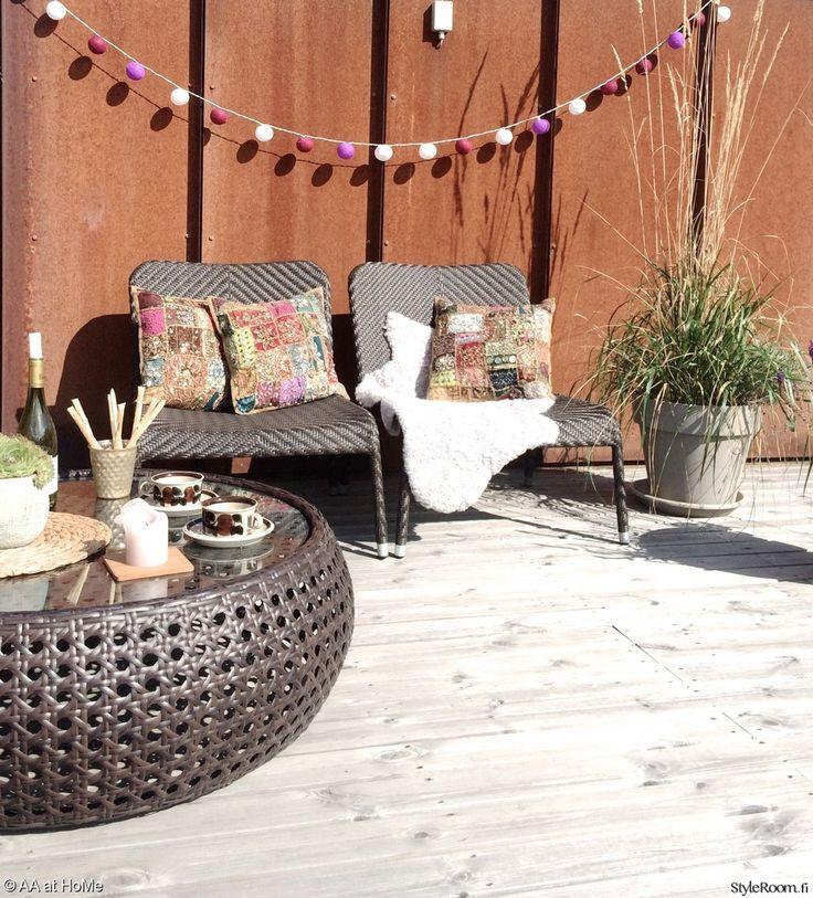"""""""annanpp"""":n suojaisa kattoterassi suorastaan kutsuu makoilemaan lepotuoleille. #terassi #kodinsisustus #patio"""