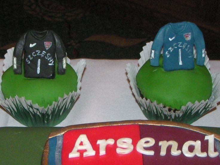 Arsenal Football team goalkeeper cupcakes.