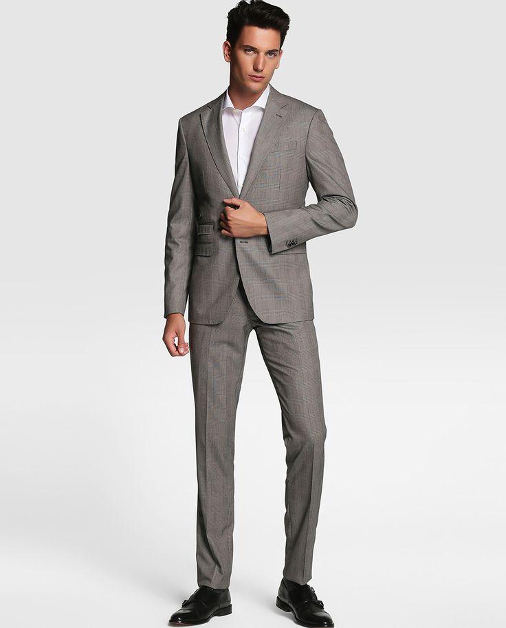 Los hombres jóvenes en los años 50 usaron un estilo similar, aunque no era la norma. Los hombres eran más conservadores, sobre todo el tipo de negocios, en una década que comenzó a enhebrar la aguja para coser una nueva era de la moda masculina.. Negocios.