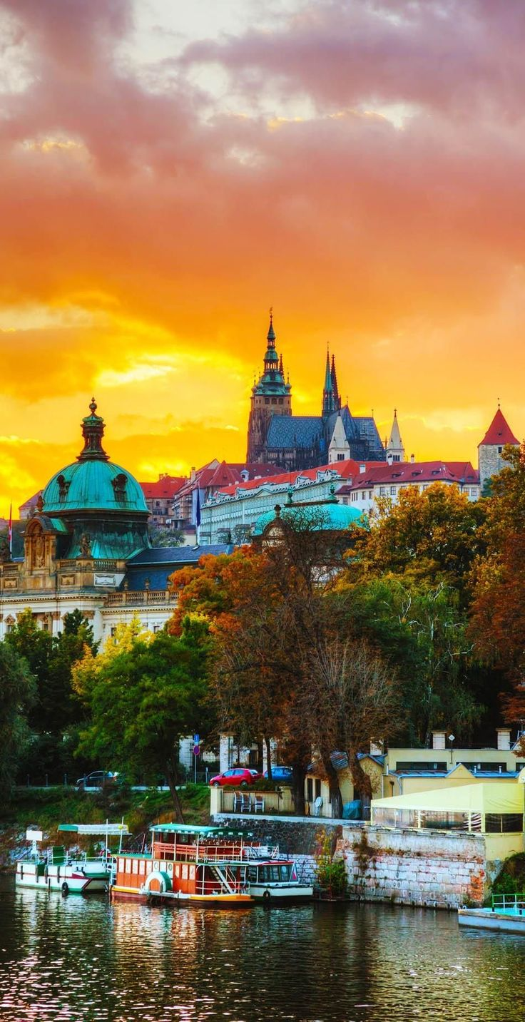 Amazing Sunset over Famous Prague Castle, Czech Republic | 22 Reasons why Czech Republic must be in the Top of your Bucket List