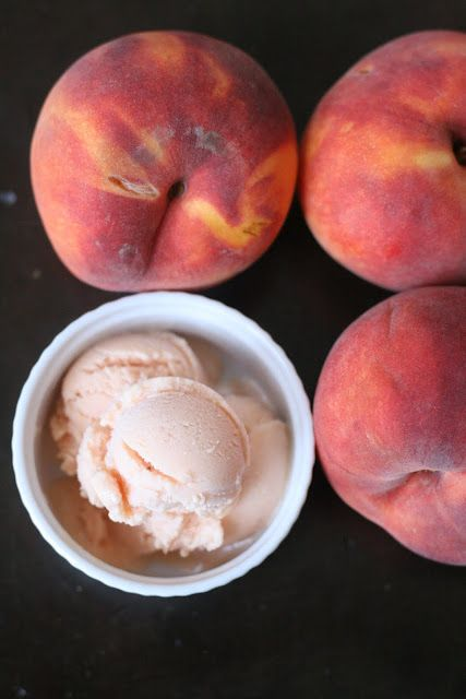 homemade peach frozen yogurt: puréed peaches, honey and greek yogurt.