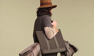 Woolrich lancia sul mercato un nuovo oggetto del desiderio. Si chiama Parka Bag e nasce da un'idea semplice ma geniale, che risolverà il problema di passare dal freddo al caldo.