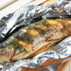 Aprenda a preparar truta assada no forno com esta excelente e fácil receita. A truta é um peixe de água doce que se assemelha ao salmão, sobretudo devido à carne...